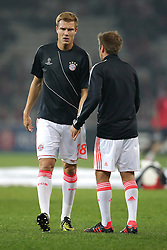 23.10.2012, Grand Stade Lille Metropole, Lille, OSC Lille vs FC Bayern Muenchen, im Bild Holger BADSTUBER (FC Bayern Muenchen - 28) und Philipp LAHM (FC Bayern Muenchen - 21) klatschen sich ab // during UEFA Championsleague Match between Lille OSC and FC Bayern Munich at the Grand Stade Lille Metropole, Lille, France on 2012/10/23. EXPA Pictures © 2012, PhotoCredit: EXPA/ Eibner/ Gerry Schmit..***** ATTENTION - OUT OF GER *****