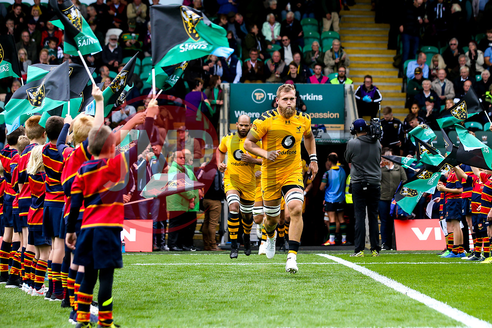 Brad Shields of Wasps leads the side out at Northampton Saints - Mandatory by-line: Robbie Stephenson/JMP - 28/09/2019 - RUGBY - Franklin's Gardens - Northampton, England - Northampton Saints v Wasps - Premiership Rugby Cup