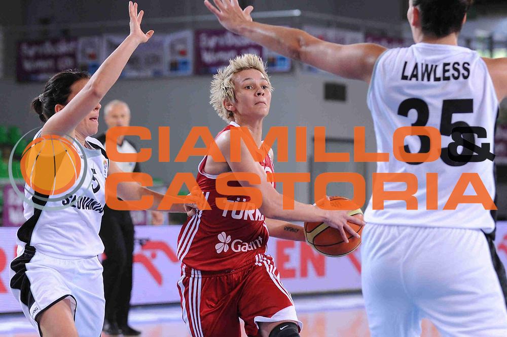 DESCRIZIONE : Bydgoszcz Poland Polonia Eurobasket Women 2011 Round 1 Slovacchia Turchia Slovak Republic Turkey<br /> GIOCATORE : Isil Alben<br /> SQUADRA : Turchia Turkey<br /> EVENTO : Eurobasket Women 2011 Campionati Europei Donne 2011<br /> GARA : Slovacchia Turchia Slovak Republic Turkey<br /> DATA : 19/06/2011 <br /> CATEGORIA : <br /> SPORT : Pallacanestro <br /> AUTORE : Agenzia Ciamillo-Castoria/M.Marchi<br /> Galleria : Eurobasket Women 2011<br /> Fotonotizia : Bydgoszcz Poland Polonia Eurobasket Women 2011 Round 1 Slovacchia Turchia Slovak Republic Turkey<br /> Predefinita :