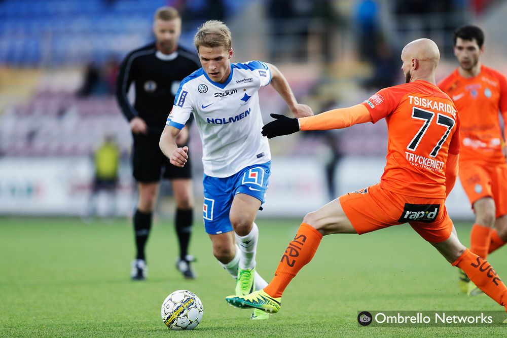 ESKILSTUNA, SWEDEN - MAY 12: Sebastian Andersson of IFK Norrköping and Zourab Tsiskaridze of Athletic FC Eskilstuna competes for the ball during the Allsvenskan match between Athletic FC Eskilstuna and IFK Norrköping at Tunavallen on May 12, 2017 in Eskilstuna, Sweden. Foto: Nils Petter Nilsson/Ombrello