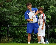 30-08-2008 VOETBAL:AUDAX JEUGDTOERNOOI 2008:TILBURG<br /> Geordi Wetzel wordt behandeld aan een bloedende neus<br /> Foto: Geert van Erven