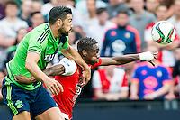EINDHOVEN - Feyenoord - Southampton FC , Voetbal , Voorbereiding , Oefenwedstrijd , Seizoen 2015/2016 , Stadion de Kuip , 23-07-2015 , Southampton speler Graziano Pelle (l) in duel met Speler van Feyenoord Terence Kongolo (r)