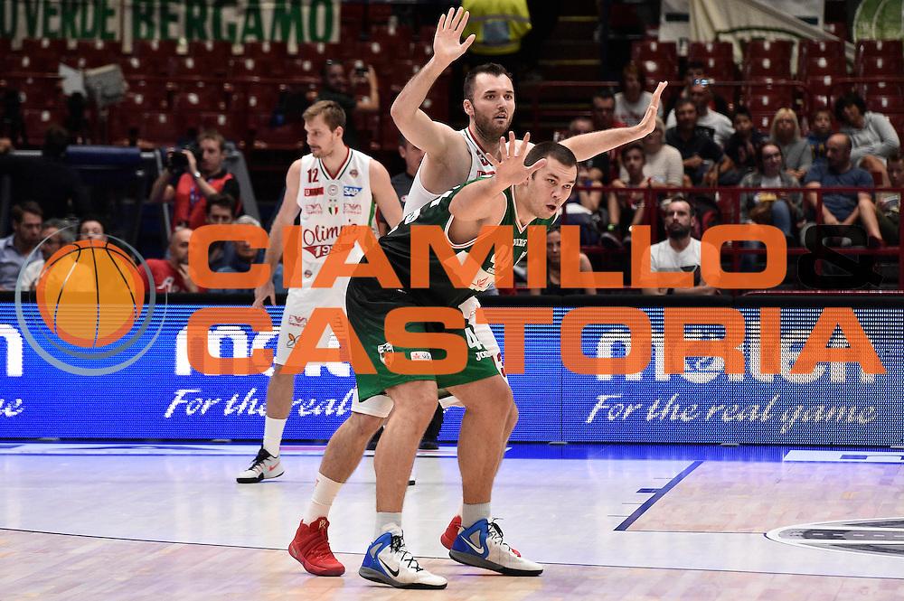 Kyrylo Fesenko, Milan Macvan<br /> EA7 Emporio Armani Olimpia Milano - Sidigas Avellino<br /> Macron Supercoppa 2016<br /> Milano 25/09/2016<br /> Foto Ciamillo-Castoria