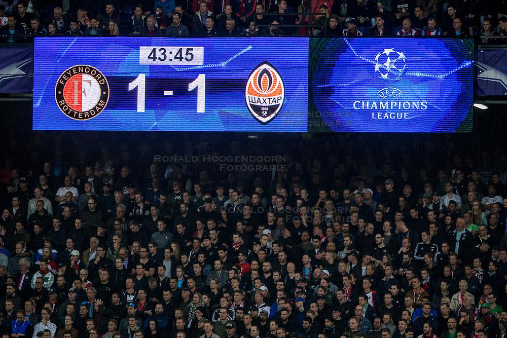 17-10-2017 NED, UEFA CL, Feyenoord - FC Shakhtar Donetsk, Rotterdam<br /> UEFA Champions League Round of 16, 3rd Leg match between Feyenoord vs. Donetsk at the stadion DE Kuip in Rotterdam / Scorebord geeft de 1-1 aan