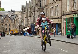 Asset manager Chris Inglis and daughter Nina from Morningside enjoy car free Cockburn Street in Edinburgh pic copyright Terry Murden @edinburghelitemedia