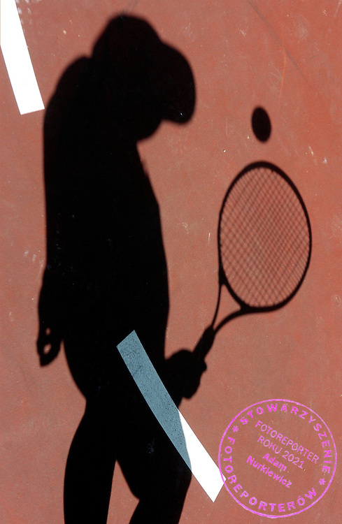 """n/z.: Dzieci podczas drugiej edycji ã Szukamy Tenisowych Asow BZWBK Ó na kortach szkoly tenisowej Tie Break w Warszawie , tenis , Polska , Warszawa , 19-05-2007 , fot.: Adam Nurkiewicz / mediasport..Children during second edition """"Looking tennis' aces"""" in tennis school Tie Break in Warsaw, Poland. May 19, 2007 ; tennis , Poland , Warsaw ( Photo by Adam Nurkiewicz / mediasport )..*** ZDJECIE MOZE BYC UZYTE W PRASIE, GDY SPOSOB JEGO WYKORZYSTANIA ORAZ PODPIS NIE OBRAZAJA OSOB ZNAJDUJACYCH SIE NA FOTOGRAFII***"""