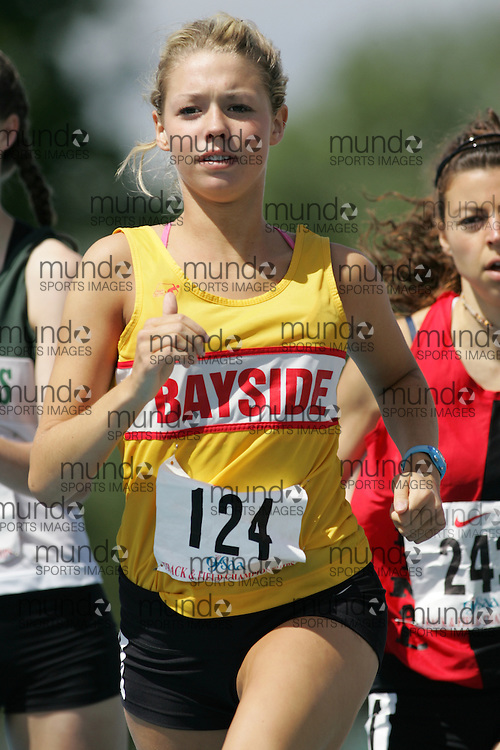 Diana Boultbee competing in the 800m heats at the 2007 OFSAA Ontario High School Track and Field Championships in Ottawa.