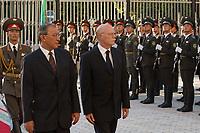 10 AUG 2003, TASCHKENT/USBEKISTAN:<br /> Kadir Guljamov (L), Verteidigungsminister Usbekistan, und Peter Struck (2.v.L.), SPD, Bundesverteidigungsminister, und waehrend dem Empfang mit militaerischen Ehren, Verteigungsministerium von Usbekistan<br /> IMAGE: 20030810-01-040<br /> KEYWORDS: Streitkraefte, Streitkräfte,  Tashkent, Uzbekistan