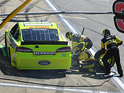 October 14, 2018 - Talladega, AL, U.S. - TALLADEGA, AL - OCTOBER 14: Paul Menard, Wood Brothers Racing, Ford Fusion Menards/Dutch Boy (21)  during a pit stop in the 1000Bulbs.com 500 on October 14, 2018, at Talladega Superspeedway in Tallageda, AL.(Photo by Jeffrey Vest/Icon Sportswire) (Credit Image: © Jeffrey Vest/Icon SMI via ZUMA Press)