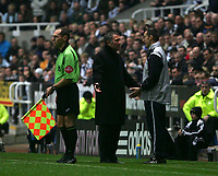 Photo: Andrew Unwin.<br />Newcastle Utd v Birmingham City. The Barclays Premiership. 05/11/2005.<br />Newcastle's manager, Graeme Souness (C), argues with the fourth official, M Messias (R).