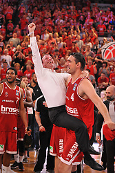 21.06.2015, Brose Arena, Bamberg, GER, Beko Basketball BL, Brose Baskets Bamberg vs FC Bayern Muenchen, Playoffs, Finale, 5. Spiel, im Bild Maximilian Stoschek (Aufsichtsratsmitglied der Brose Baskets Bamberg / im weissen Hemd) und Dalibor Bagaric (Brose Baskets Bamberg) bejubeln den Sieg gegen den FC Bayern Muenchen und den Gewinn der Deutschen Meisterschaft 2015. // during the Beko Basketball Bundes league Playoffs, final round, 5th match between Brose Baskets Bamberg and FC Bayern Muenchen at the Brose Arena in Bamberg, Germany on 2015/06/21. EXPA Pictures &copy; 2015, PhotoCredit: EXPA/ Eibner-Pressefoto/ Merz<br /> <br /> *****ATTENTION - OUT of GER*****