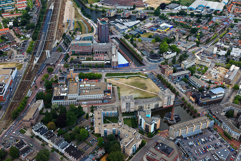 Nederland, Overijssel, Almelo, 30-06-2011; station Almelo en centrum. Railwaystation en city centre.luchtfoto (toeslag), aerial photo (additional fee required).copyright foto/photo Siebe Swart