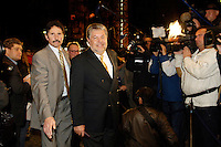 03 NOV 2005, BERLIN/GERMANY:<br /> Kurt Beck, SPD, Ministerpraesident Rheinland-Pfalz, auf dem Weg zu einer Sitzung des SPD Praesidiums, vor der Nominierung eines neuen SPD Praesidiums durch den SPD Parteivorstand, Willy-Brandt-Haus<br /> IMAGE: 20051102-01-029<br /> KEYWORDS: Journalist, Mikrofon, microphone, Kamera, Camera,