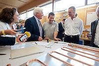 06 AUG 2009, BRAUNSCHWEIG/GERMANY:<br /> Carola Reimann, MdB, SPD, Frank-Walter Steinmeier, SPD, Bundesaussenminister und Kanzlerkandidat, Tobias Siemann, Auszubildender, Dipl. Ing. Klaus-Henning Terschueren, Geschaeftsfuehrer Solvis, (v.L.n.R.), Besuch der Firma Solvis GmbH & Co KG<br /> IMAGE: 20090806-01-101<br /> KEYWORDS: Sommerreise, Bundestagswahl 2009, Wahlkampf, Klaus-Henning Terschüren, Azubi