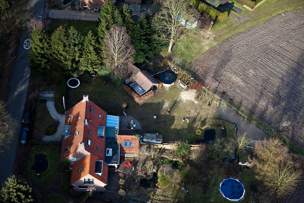 Nederland, Gelderland, Maarsbergen, 07-03-2010; vrijstaande eengezinswoning in bosrijke omgeving, droomhuis voor gezin met kinderen..Detached family home in wooded area..luchtfoto (toeslag), aerial photo (additional fee required).foto/photo Siebe Swart