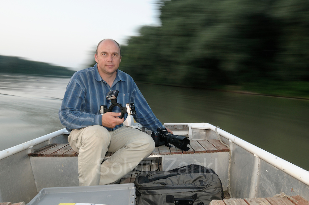 Photographer Solvin Zankl on Tisza river. | Fotograf Solvin Zankl unterwegs auf dem Fluß Theiß in Ungarn