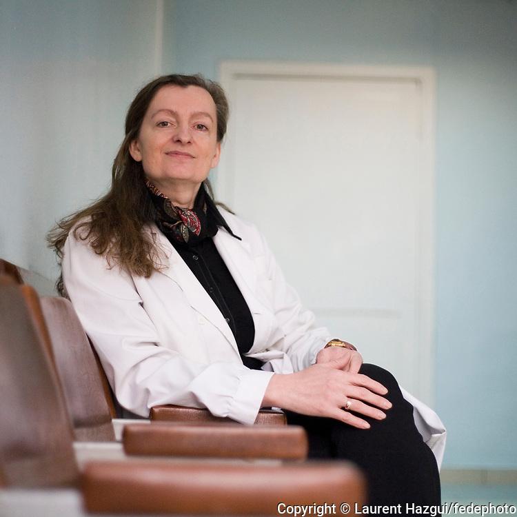 15 ans après l'ouverture du centre médical français de Kiev, spécialisé dans le dépistage et le suivi des affections de la thyroïde, le médecin responsable de la structure, Olga Vassilenko, s'inquiète de la dégradation générale de l'état de santé des enfants. Le centre a traité 20.000 dossiers depuis 1991.