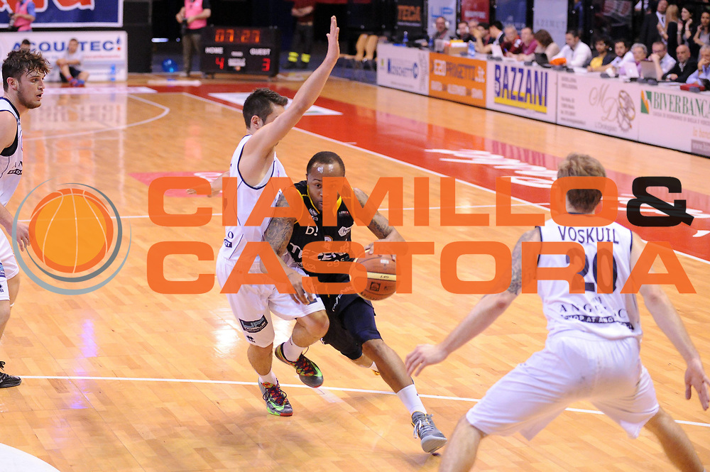 DESCRIZIONE : Biella LNP DNA Adecco Gold 2013-14 Angelico Biella Tezenis Verona<br /> GIOCATORE : Jerry Smith<br /> CATEGORIA : Palleggio<br /> SQUADRA : Tezenis Verona<br /> EVENTO : Campionato LNP DNA Adecco Gold 2013-14<br /> GARA : Angelico Biella Tezenis Verona<br /> DATA : 13/04/2014<br /> SPORT : Pallacanestro<br /> AUTORE : Agenzia Ciamillo-Castoria/Max.Ceretti<br /> Galleria : LNP DNA Adecco Gold 2013-2014<br /> Fotonotizia : Biella LNP DNA Adecco Gold 2013-14 Angelico Biella Tezenis Verona<br /> Predefinita :