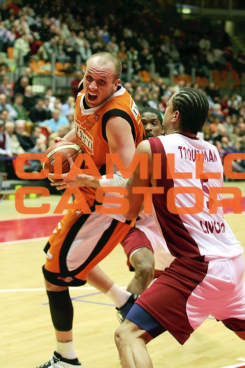 DESCRIZIONE : Livorno Lega A1 2005-06 Basket Livorno Snaidero Basketball Udine<br /> GIOCATORE : Jaacks<br /> SQUADRA : Snaidero Basketball Udine<br /> EVENTO : Campionato Lega A1 2005-2006<br /> GARA : Basket Livorno Snaidero Basketball Udine<br /> DATA : 09/04/2006<br /> CATEGORIA : Penetrazione<br /> SPORT : Pallacanestro<br /> AUTORE : Agenzia Ciamillo-Castoria/Stefano D'Errico