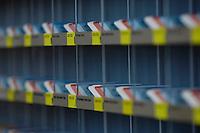 21 NOV 2005, BERLIN/GERMANY:<br /> Stimmkarten der Abgeordneten des Deutschen Bundestages - weiss fuer Enthaltung, rot fuer Nein und blau fuer Ja - in den dafuer vorgesehenen Faechern in der Lobby des Deutschen Bundestages<br /> IMAGE: 20051121-01-005<br /> KEYWORDS: Fächer, Abstimmung, Karte, Stimmkarte