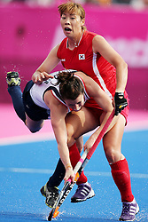 Olympic Games London 2012 - Olympische Spiele London 2012, Great Britain - Grossbritanien, Hockey women, Great Britain vs. Korea, Laura Unsworth / GBR competes with Seon Ok Lee / KOR, *** Local Caption *** © pixathlon