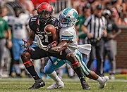 CINCINNATI, OH - OCTOBER 06: Jayshon Jackson #21 of the Cincinnati Bearcats looks to catch the ball that was eventually broken up by Donnie Lewis Jr. #1 of the Tulane Green Wave at Nippert Stadium on October 6, 2018 in Cincinnati, Ohio. (Photo by Michael Hickey/Getty Images) *** Local Caption *** Jayshon Jackson; Donnie Lewis Jr.