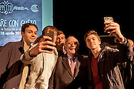 Roma 28 Aprile 2015<br /> Comunicare con Gusto<br /> Quando bontà e fiducia si incontrano<br /> Giovanni Rana, Presidente e fondatore del Pastificio Rana, si fa un selfie con alcuni studenti che hanno partecipato  all'incontro, al teatro Vascello.<br /> Rome April 28, 2015<br /> Communicate with Gusto<br /> When goodness and  assurance meet<br /> Giovanni Rana, President and founder of the Pastificio Rana,  selfie with some students who assisted with the meeting, a Vascello theater.