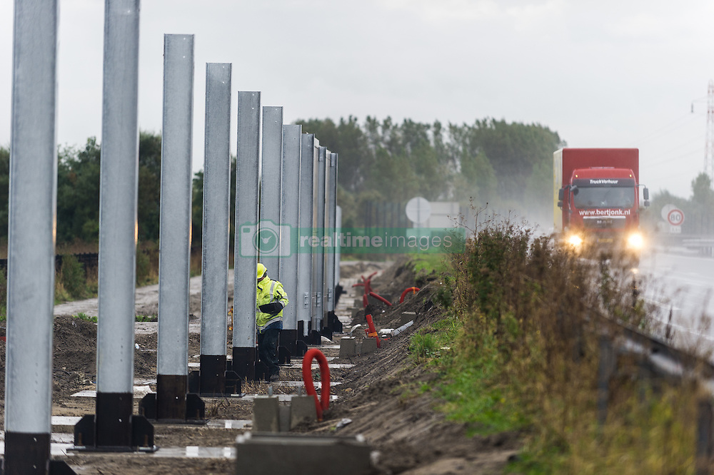 October 18, 2016 - Calais, France - Workers started erecting a wall along the four lanes of the motorway leading to Calais' ferry terminal, on October 18, 2016. The Wall should to prevent migrants from blocking traffic and jumping onto lorries. (Credit Image: © Markus Heine/NurPhoto via ZUMA Press)