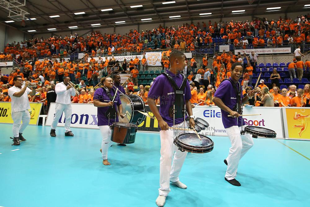 20160725 NED: Nederland - Zuid - Korea, Rotterdam<br />Entertainment, brassband na de wedstrijd. <br />©2016-FotoHoogendoorn.nl / Pim Waslander