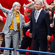 NLD/Amsterdam/20100807 - Boten tijdens de Canal Parade 2010 door de Amsterdamse grachten. De jaarlijkse boottocht sluit traditiegetrouw de Gay Pride af. Thema van de botenparade was dit jaar Celebrate, burgemeester Amsterdam Eberhard van der Laan