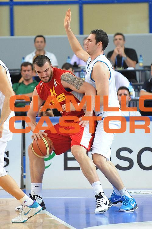 DESCRIZIONE : Bari Qualificazioni Europei 2011 Italia Montenegro<br /> GIOCATORE : Nikola Pekovic<br /> SQUADRA : Nazionale Italia Uomini <br /> EVENTO : Qualificazioni Europei 2011<br /> GARA : Italia Montenegro<br /> DATA : 26/08/2010 <br /> CATEGORIA : Palleggio<br /> SPORT : Pallacanestro <br /> AUTORE : Agenzia Ciamillo-Castoria/GiulioCiamillo<br /> Galleria : Fip Nazionali 2010 <br /> Fotonotizia : Bari Qualificazioni Europei 2011 Italia Montenegro<br /> Predefinita :