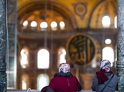 THEMENBILD - Touristen in der Hagia Sophia. Istanbul, früher Konstantinopel, ist die größte Stadt der Türkei. Sie liegt am Bosporus und liegt am Schnittpunkt von Asien und Europa. Aufgenommen am 04.03.2016 in Istanbul, Türkei // Tourists inside the Ayasofya. Istanbul, former Constantinople, is the biggest City of Turkey. Turkey on 2016/03/04. EXPA Pictures © 2016, PhotoCredit: EXPA/ Michael Gruber