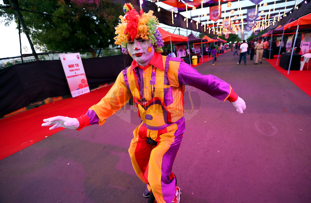 A entertainer performs before the match 17 of the Hero Indian Super League between FC Pune City and Kerala Blasters FC held at the Shree Shiv Chhatrapati Sports Complex Stadium, Pune, India on the 30th October 2014.<br /> <br /> Photo by:  Sandeep Shetty/ ISL/ SPORTZPICS