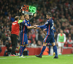 Manchester United's Robin van Persie gets taken off the pitch for Manchester United's James Wilson - Photo mandatory by-line: Alex James/JMP - Mobile: 07966 386802 - 22/11/2014 - Sport - Football - London - Emirates Stadium - Arsenal v Manchester United - Barclays Premier League
