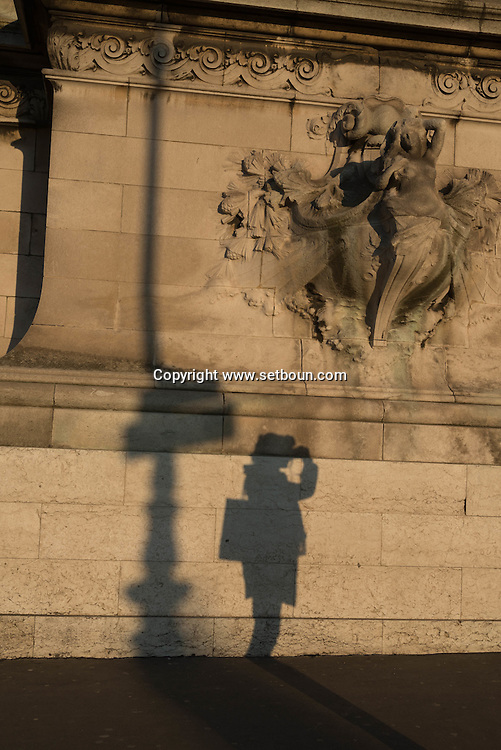 France. Paris. Pont Alexandre-III  on the Seine river at sunset / ombres des passants sur Le pont Alexandre III