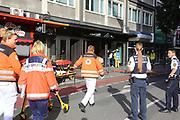 Mannheim. 30.06.17   Brand in der Innenstadt<br /> Innenstadt. N7. Brand in einer Bar.<br /> Zu einem größeren Rückstau von Lieferfahrzeugen in der Kunststraße führt derzeit ein Brand in der Mannheimer Innenstadt. Wegen der Löscharbeiten ist die Kunststraße derzeit noch gesperrt. Die Feuerwehr war am Morgen zu einer Verpuffung in einem Gastronomiebetrieb gerufen worden. Tatsächlich brannte es in der Küche. Das Feuer führte zu einer starken Rauchentwicklung. Zeitweise waren zwei Löschzüge der Berufsfeuerwehr und die Freiwillige Feuerweh Innenstadt im Einsatz. Derzeit werden die Schläuche eingerollt, die Einsatzstelle wohl in kurzer Zeit freigegeben. Bei dem Brand zogen sich drei Personen Rauchgasvergiftungen zu. Sie kamen zur Behandlung ins Krankenhaus.<br /> <br /> <br /> BILD- ID 0435  <br /> Bild: Markus Prosswitz 30JUN17 / masterpress (Bild ist honorarpflichtig - No Model Release!)