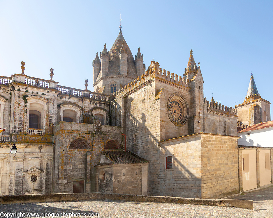 Historic Roman Catholic cathedral church of Évora, Sé de Évora, in the city centre, Basilica Cathedral of Our Lady of Assumption, the largest medieval cathedral in Portugal exterior of building dating from the 16th Century.
