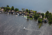 Nederland, Noord-Holland, Gemeente Wijdemeren, 25-05-2010; Breukeleveen, Breukeleveensche of Stille Plas. Villa's en zeilboot. .luchtfoto (toeslag), aerial photo (additional fee required).foto/photo Siebe Swart