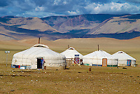 Mongolie, Province de l'extreme Ouest, Région de Bayan Olguii habitée par les Kazakh, Campement de yourte kazakh dans le parc national de Tsambagarav // Mongolia, Western region of Bayan Olguii, Kazakh population, National park of Tsambagarav, Camp and yurt of nomad people