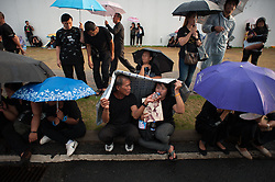 October 22, 2016 - Bangkok, Thailand - Mourners dressed in black gather around the Grand Palace as they wait to perform the Royal Anthem at Sanam Luang in Bangkok, Thailand on October 22, 2016. (Credit Image: © Anusak Laowilas/NurPhoto via ZUMA Press)