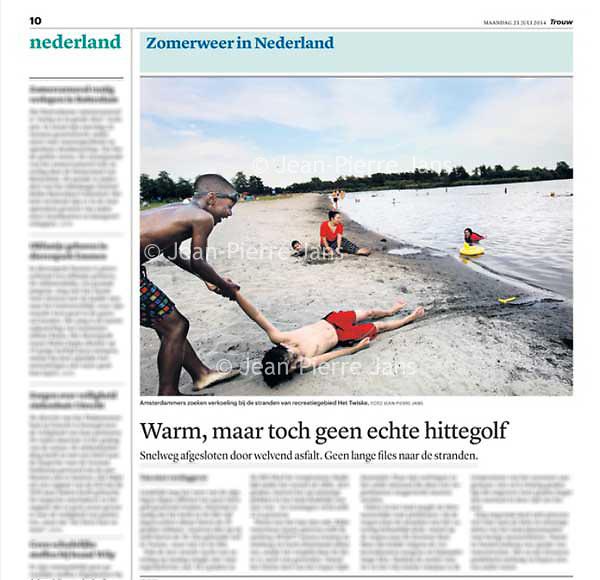 Tekst en beeld zijn auteursrechtelijk beschermd en het is dan ook verboden zonder toestemming van auteur, fotograaf en/of uitgever iets hiervan te publiceren <br /> <br /> Trouw 23 juli 2014: Zomer in Nederland