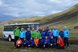 05-07-2014 NED: Iceland Diabetes Challenge dag 1, Landmannalaugar <br /> Vandaag ging de challenge van start. Met een bus gingen we van Vogar naar Landmannalaugar en zagen we de eerste tekenen van het prachtige landschap van IJsland / Groepsfoto