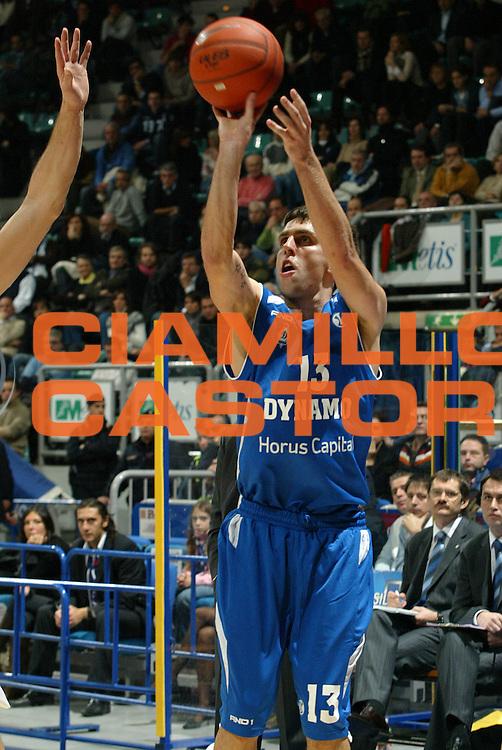 DESCRIZIONE : Bologna Uleb Cup 2007-08 Beghelli Fortitudo Bologna Dynamo Mosca <br /> GIOCATORE : Milos Vujanic <br /> SQUADRA : Dynamo Mosca <br /> EVENTO : Uleb 2007-2008 <br /> GARA : Beghelli Fortitudo Bologna Dynamo Mosca <br /> DATA : 11/12/2007 <br /> CATEGORIA : Tiro <br /> SPORT : Pallacanestro <br /> AUTORE : Agenzia Ciamillo-Castoria/G.Livaldi