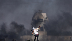 June 16, 2017 - Gaza - A Palestinian protester throws a stone during clashes between Israeli troops and Palestinian protesters near the border, between Israel and The Gaza Strip, in the east Jabalia refugee camp. (Credit Image: © Nidal Alwaheidi/Pacific Press via ZUMA Wire)