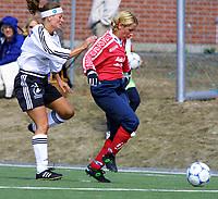 Fotball, eliteserien damer, Asker-Kolbotn 1-2, 21. april 2001. Anne Tønnessen (t.h.), Kolbotn, og Kjersti Thun, Asker.