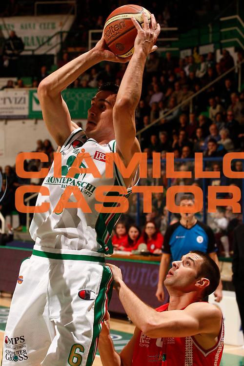 DESCRIZIONE : Siena Lega A 2010-11 Montepaschi Siena Cimberio Varese<br /> GIOCATORE : Nikolaos Zizis<br /> SQUADRA : Montepaschi Siena <br /> EVENTO : Campionato Lega A 2010-2011<br /> GARA : Montepaschi Siena Cimberio Varese<br /> DATA : 06/02/2011<br /> CATEGORIA : tiro<br /> SPORT : Pallacanestro<br /> AUTORE : Agenzia Ciamillo-Castoria/P. Lazzeroni<br /> Galleria : Lega Basket A 2010-2011<br /> Fotonotizia : Siena Lega A 2010-11 Montepaschi Siena Cimberio Varese<br /> Predefinita :