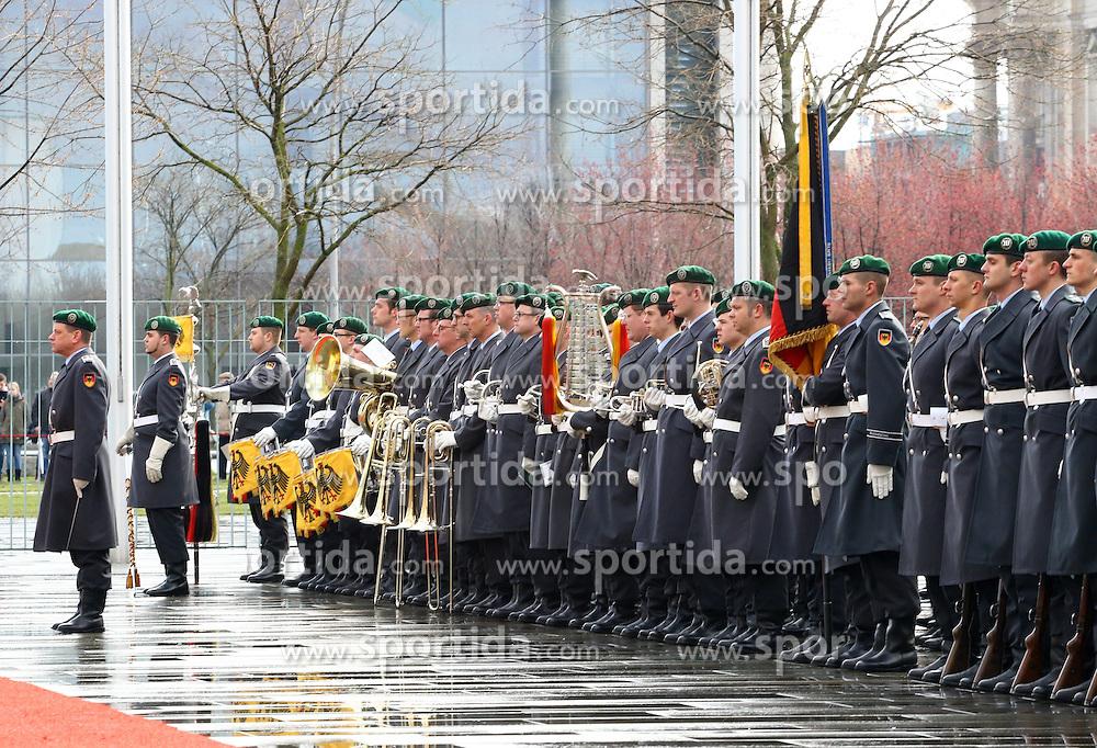 31.03.2015, Bundeskanzleramt, Berlin, GER, SPO, Staatsbesuch, Hollande, im Bild Das Ehrenbatallion der Bundeswehr // POL during the 17th German- French Council of Ministers Bundeskanzleramt in Berlin, Germany on 2015/03/31. EXPA Pictures &copy; 2015, PhotoCredit: EXPA/ Eibner-Pressefoto/ Hundt<br /> <br /> *****ATTENTION - OUT of GER*****