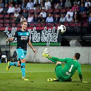 NIJMEGEN, NEC - PSV, voetbal, Eredivisie seizoen 2016-2017, 10-9-2016, Stadion de Goffert, PSV speler Luuk de Jong (L) scoort de 0-4, NEC keeper Joris Delle (R).