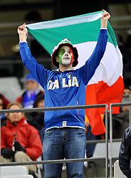 Football - soccer: FIFA World Cup South Africa 2010, Italy (ITA) - Paraguay (PRY), UN TIFOSO ITALIANO SVENTOLA LA BANDIERA TRICOLORE