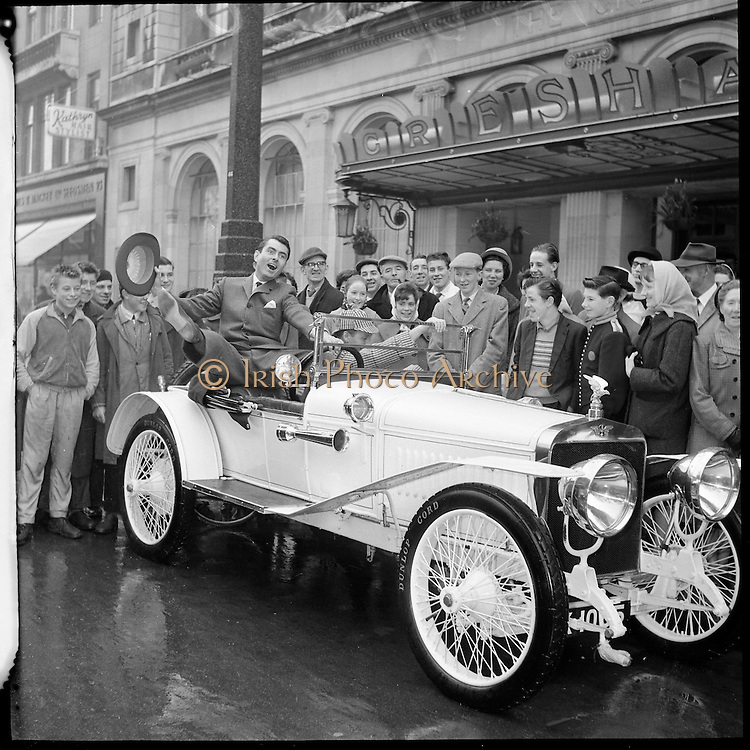 HISPANO-SUIZA ALFONSO XIII car outside the Men's Fashion Show at the Gresham Hotel.12.04.1961
